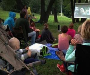 В столичных парках появились «кинопартизаны»