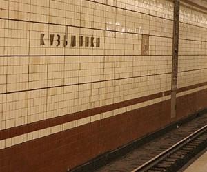 В московской подземке пожилая женщина попыталась покончить с собой, прыгнув под поезд