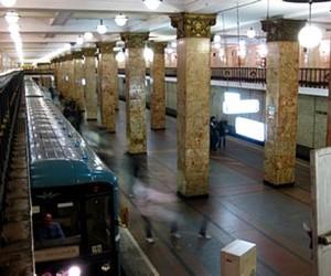 В московском метро снова под поезд бросился пассажир