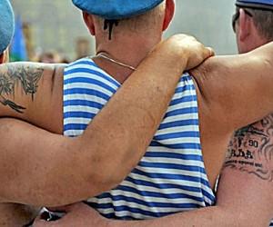 Пьяные десантники в день ВДВ спрыгнули с Крымского моста