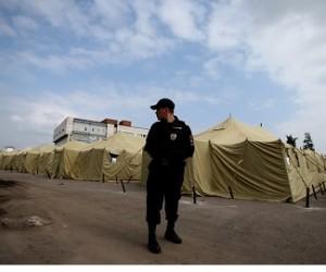 Порядка 400 иностранных граждан по-прежнему остаются в палаточном лагере Москвы