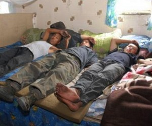 В одной из «резиновых» квартир Москвы жили 60 нелегалов из Узбекистана
