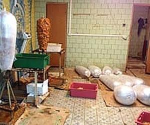 Мигранты изготавливали в Москве шаурму из протухшего мяса