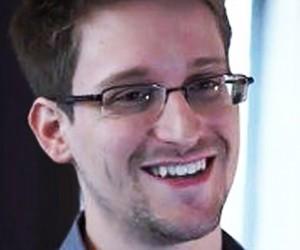 Сноуден наконец покинул «Шереметьево»