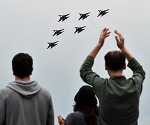 Несмотря на ненастную погоду на авиасалоне MAKC началась пилотажная программа