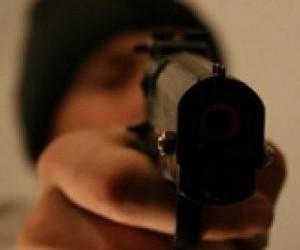 Трое неизвестных c пистолетом ограбили один из салонов «Евросети» на юго-западе Москвы
