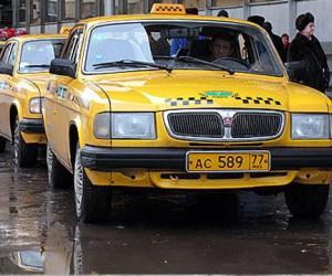 С 1 сентября такси с желтыми номерами смогут ездить в столице по выделенным полосам