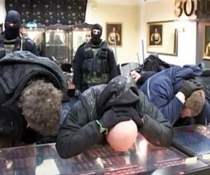 Полиция задержала одного из грабителей московского ювелирного магазина