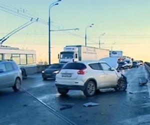 Ha Ярославском шоссе в Москве столкнулись порядка 30 автомобилей