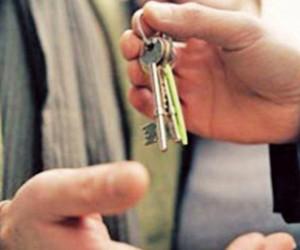 Лучший учитель России получил от главы Подмосковья ключи от квартиры