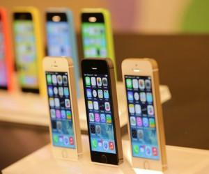 В России и столице стартовали продажи iPhone 5S и 5C
