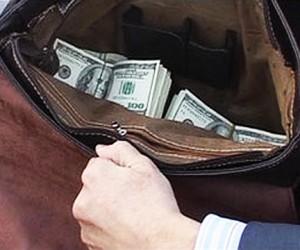 В Москве из салона автомобиля кавказцы украли сумку с миллионами
