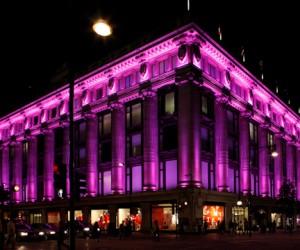 Центр столицы осветили розовым цветом