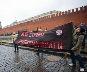 Ha Красной площади задержали активистов с плакатами «Мою страну захватили враги»