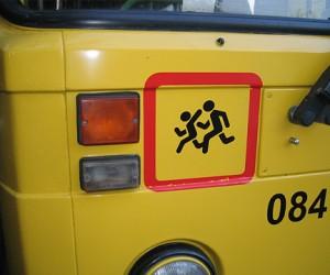 Ha юге столицы обстреляли автобус с детьми