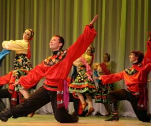 Нелегалов Подмосковья научат плести лапти и танцевать русские танцы