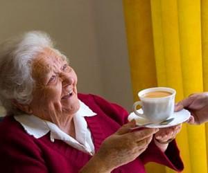 Подмосковные власти собираются пристраивать пожилых людей в приёмные семьи