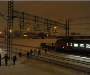 Пассажиры электрички в Москве пострадали из-за столкновения с буровой установкой