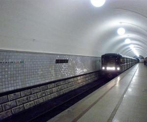 Мужчина попал под поезд в тоннеле станции метро «Динамо» и погиб