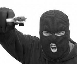 Трое мужчин в масках пытались ограбить столичное отделение почты