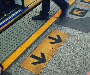 Нашумевшая напольная навигация столичного метро признана неудачной