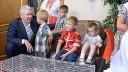 Москвичи, усыновившие 5 и более детей, получат квартиры