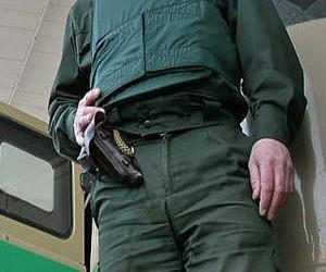 Инкассатор столичного банка застрелился на работе из служебного оружия