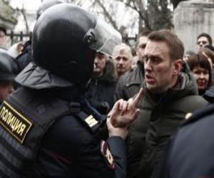 В Тверской суд доставили Немцова и Навального