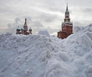 Москва страдает от переизбытка снега