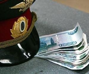 Сотрудники правоохранительных органов были пойманы на получении взятки
