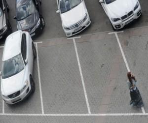 В Москве сокращают длину парковочного места