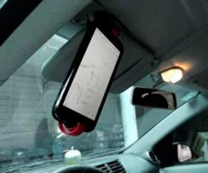 В Калифорнии разрешили пользоваться смартфоном для просмотра карт