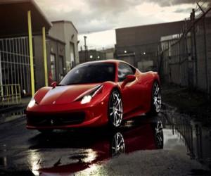 Из Ferrari украли  эксклюзивное пальто