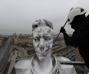 В Москве памятник Гагарину мыли 7 часов