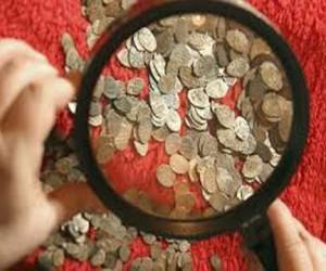 Взятка старинными монетами
