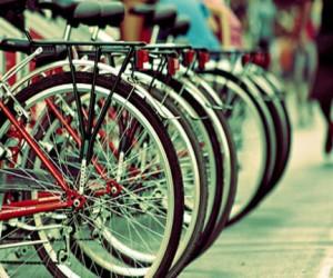 В Москве начали приводить в порядок велопарковки
