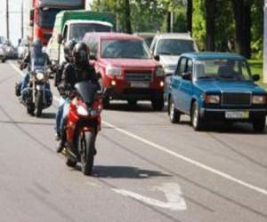 В Москве мотоциклистам запретят ездить по выделенным полосам
