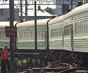 Пассажирский поезд Луганск-Москва опоздал из-за взрывов на пути