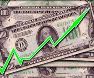 На Московской бирже резко подорожали доллар и евро