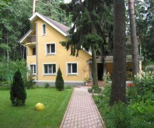 Содержание загородного домика: финансовая реальность или острая необходимость?