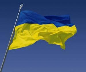 На шпиле сталинской высотки вывесили украинский флаг