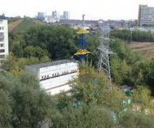 В Москве опору ЛЭП покрасили в цвета украинского флага