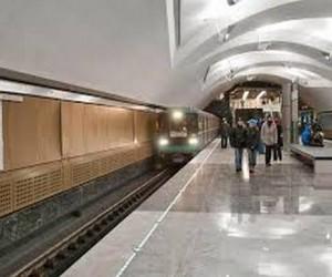 В московском метро погиб упавший на пути человек