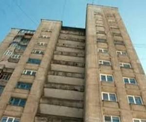 В Подмосковье мужчина выбросил из окна собственную дочь
