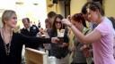 В Москве начнут работу до 200 «стоячих» летних кафе